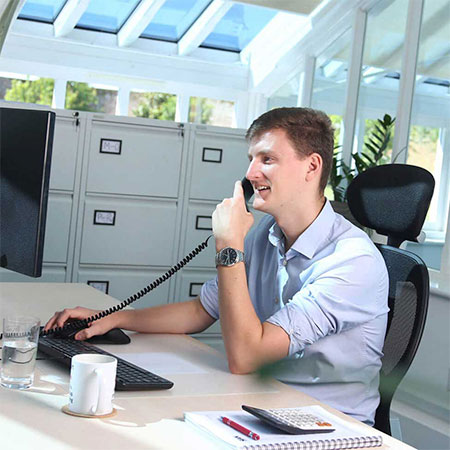 Office-worker-on-phone